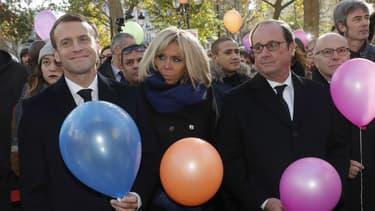 Emmanuel Macron, son épouse Brigitte et François Hollande.