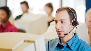 12 100 personnes employées dans les centres d'appel seraient délocalisées à l'étranger par les quatre grands opérateurs télécom français