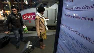 Les quatre organisations syndicales de la SNCF pourraient déposer dans les prochains jours un préavis de grève pour le 13 juin, selon le site internet du quotidien économique Les Echos. /Photo d'archives/REUTERS/Pascal Rossignol