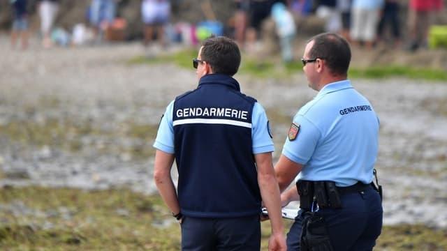 Des gendarmes en juillet 2017 sur une plage de Piriac-sur-mer.