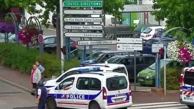 Les rues de Saint-Etienne-du-Rouvray bloquées lors de l'attentat de mardi.