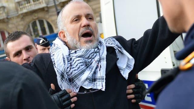 Abdelhakim Sefrioui arrêté lors d'une manifestation non autorisée en 2012 à Paris
