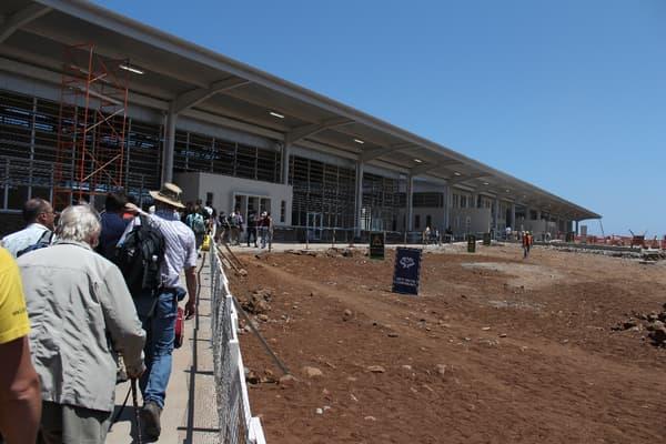 Entre 2011 et 2014, les anciens bâtiments ont été rasés, permettant la construction du nouvel aéroport.