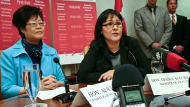 Leona Aglukkaq (au centre) veut que le Canada tienne ses engagements.