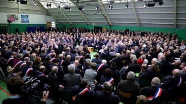 Les maires réunis autour d'Emmanuel Macron