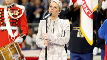 Pink a chanté l'hymne national américain lors du Super Bowl 2018