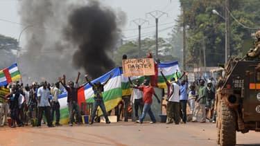 Manifestation contre l'intervention des forces française à Bangui en Centrafrique le 22 décembre 2013.
