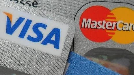 Mastercard et Visa vont baisser les commissions interbancaires