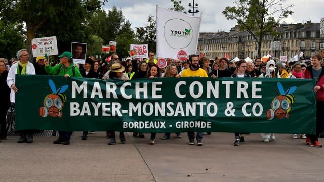 Des milliers de personnes ont défilé samedi contre le géant de l'agro-chimie.