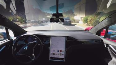 La mise à jour améliore le comportement de l'Autopilot pour la première génération de Model S compatibles et offrent de nouvelles possibilités pour les plus récentes.