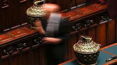 Urnes recueillant les votes. Le Parlement italien issu des législatives des 24-25 février n'a pas réussi jeudi, lors du deuxième tour de scrutin de la journée, à élire un nouveau président de la République. /Photo prise le 18 avril 2013/REUTERS/Tony Genti