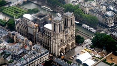 Vue aérienne de Notre-Dame de Paris après l'incendie du 15 avril 2019