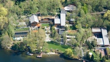 Bill Gates est propriétaire d'une immense maison de plus de 6.000 mètres carrés, qui regorge de technologies.