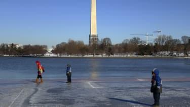 Après la tempête de neige Hercules qui a fait 11 morts, les Etats-Unis affrontent un froid polaire.