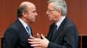 Le président de l'Eurogroupe Jean-Claude Juncker, ici avec le ministre des Finances espagnol Luis de Guindos, a martelé lundi qu'il était opposé à une sortie de la Grèce de la zone euro, tout en insistant pour qu'Athènes respecte ses engagements. /Photo p