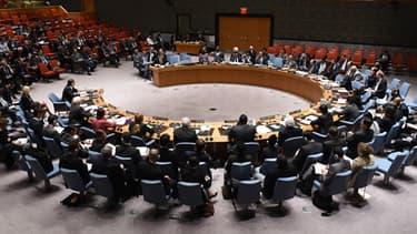 Une réunion du Conseil de sécurité de l'ONU s'est tenue en urgence dimanche soir, mais elle a tourné au dialogue de sourds entre Russes et Occidentaux.