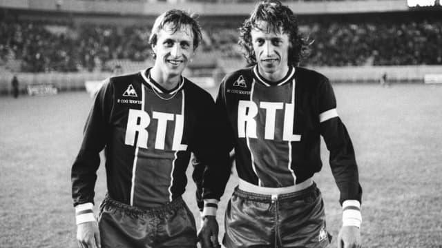 Johann Cruyff (à g.) avec Jean-Pierre Dogliani après le match contre le Sporting Portugal (17 juin 1975)