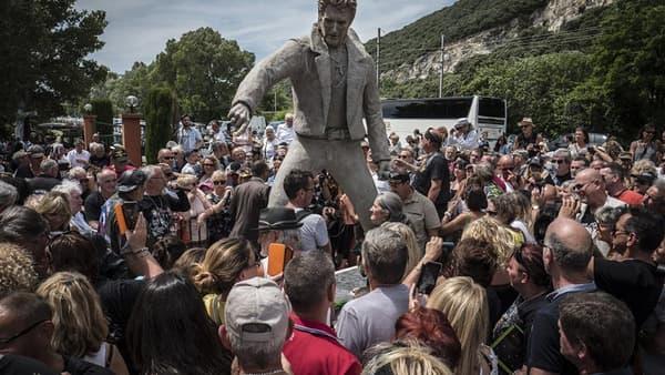La statue de Johnny Hallyday, à Viviers en Ardèche.