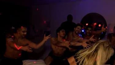Britney Spears dans la chambre de Jimmy Kimmel