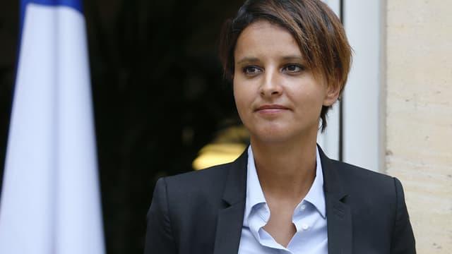 Najat Vallaud-Belkacem, ici à Paris à l'occasion de la passation de pouvoirs avec Benoît Hamon, est populaire chez les sympathisants de gauche, mais est rejetée par les sympathisants de droite.