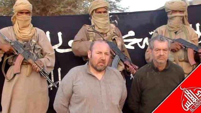 Image vidéo de Philippe Verdon et Serge Lazarevic, deux Français enlevés en novembre 2011 au Mali par Al Qaïda au Maghreb islamique (Aqmi). La France reste déterminée à obtenir la libération de ses six otages détenus au Mali et se refuse à commenter les m