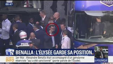 Alexandre Benalla dans le bus des Bleus.