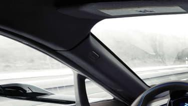En janvier 2016, BMW a dévoilé un concept sur la base d'une i8, dotée de caméras en lieu et place des rétroviseurs.