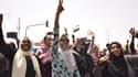 Des Soudanaises manifestent dans les rues de Khartoum, le 11 avril 2019, juste après la destitution d'Omar el-Béchir par l'armée.