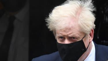 Le Premier ministre britannique Boris Johnson sort du 10 Downing Street, le 21 octobre 2020 à Londres