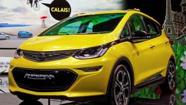 L'Opel Ampera-e au Mondial de l'Auto 2016