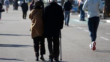 Le montant du minimum vieillesse est désormais de 800 euros par mois.