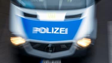 Plusieurs dizaines de policiers avec hélicoptères se sont déployés lundi en Allemagne pour la deuxième journée consécutive pour tenter de retrouver un fugitif armé caché dans la Forêt Noire et habillé d'un treillis