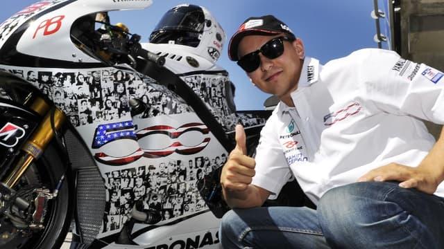 Jorge Lorenzo devant sa Yamaha spécialement décorée pour Laguna Seca