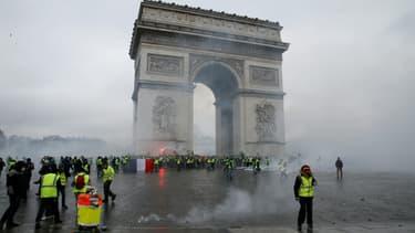 """Pour le directeur de la rédaction de Paris Match, """"la photographie a été choisie comme emblématique de la journée violente du samedi 1er décembre"""" ."""
