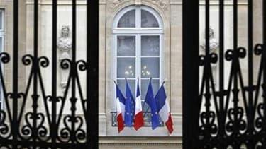 La présidence de la République a démenti lundi soir que Nicolas Sarkozy envisage de mettre fin au statut de la fonction publique pour les agents nouvellement recrutés par l'État, un projet prêté au chef de l'Etat par le site internet du quotidien économiq