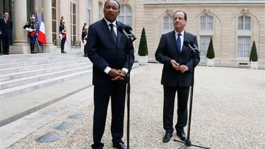 """François Hollande et son homologue nigérien Mahamadou Issoufou, invité à l'Élysée, se sont prononcés vendredi pour la tenue d'élections, d'ici fin juillet, """"sur tout le territoire"""" malien, y compris dans les zones instables où les troupes tchadiennes et f"""