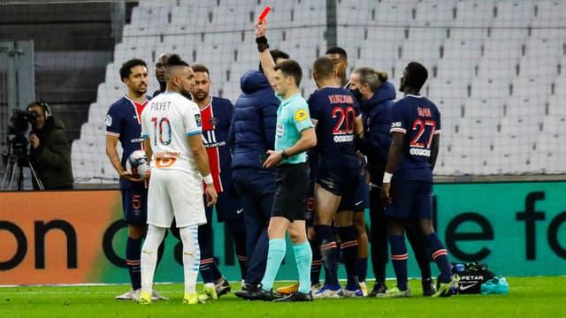Dimitri Payet écope d'un carton rouge lors du match OM-PSG, à Marseille le 7 février 2021
