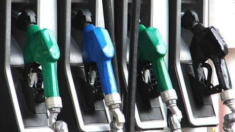 Les candidats à la présidentielle propose chacun leur solution pour endiguer l'augmentation du prix de l'essence