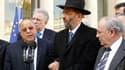 De gauche à droite, le recteur de la mosquée de Paris Dalil Boubakeur, le grand rabbin de France Gilles Bernheim, et le président du Crif Richard Prasquier, à l'Elysée. Les responsables des communautés juive et musulmane mettent contre tout amalgame ou ex