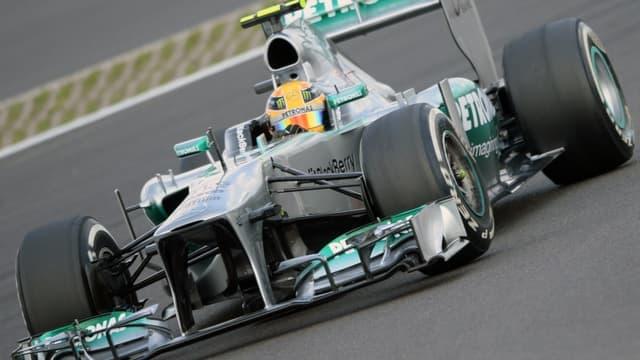 Hamilton signe sa quatrième pole consécutive