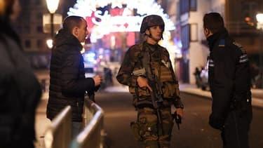 Les forces de l'ordre ce mardi soir dans les rues de Strasbourg.