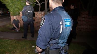 La police australienne se met en place le 18 septembre 2014 pour la plus vaste opération antiterroriste organisée dans ce pays.