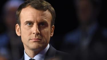 Emmanuel Macron n'a pas précisé où il comptait supprimer 120.000 postes de fonctionnaires.