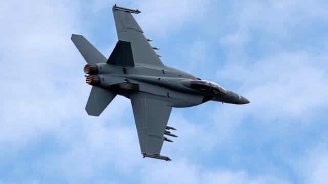 Un drone MQ-25 T1 de Boeing a transféré en plein vol du carburant à un F/A-18 Super Hornet