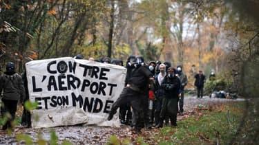 La zone où doit prendre place l'aéroport de Notre-Dame-des-Landes est le lieu de forts affrontements.