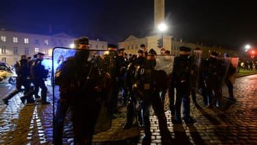 Des forces de l'ordre lors de la manifestation à Nantes ce vendredi.