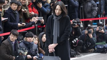 Cho Huyn-Ah en plein exercice de contrition, en décembre 2014.