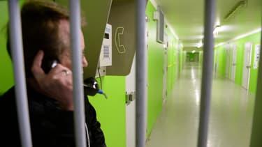 L'usage du téléphone portable est interdit dans les prisons françaises.