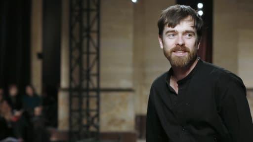 Christophe Lemaire quitte Hermès après quatre ans de direction artistique femme.