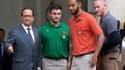 François Hollande pose avec les trois héros américains du Thalys, qui ont évité un attentat en août 2015.